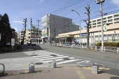 3.東急ストア前の横断歩道を渡り1つ目の信号へ向かいます